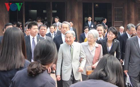 Japanese Emperor, Empress meet Japan alumni