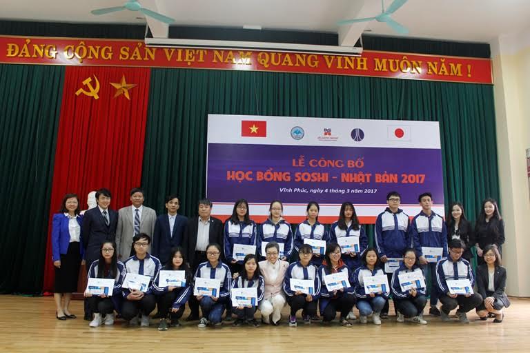 Hanoi's students receive Soshi scholarships