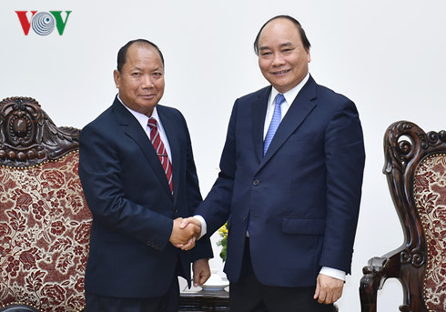 Prime Minister Nguyen Xuan Phuc receives Laos Minister of Public Security