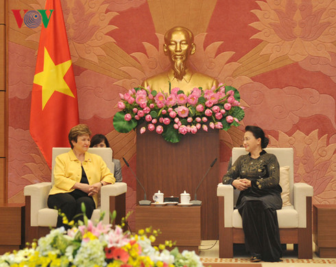 NA Chairwoman receives WB's CEO