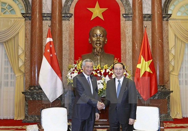 Vietnamese leaders receive Singaporean Prime Minister