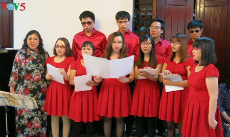 Hope Choir lights up dreams for the visually-impaired