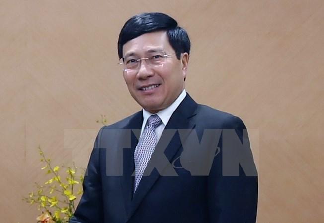 Deputy PM Pham Binh Minh visits Vietnamese Embassy in China
