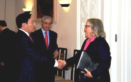 Vietnam pledges favorable condition for US businesses and investors
