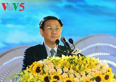 Deputy Prime Minister Vuong Dinh Hue joined festival of 110th anniversary of Sam Son tourism
