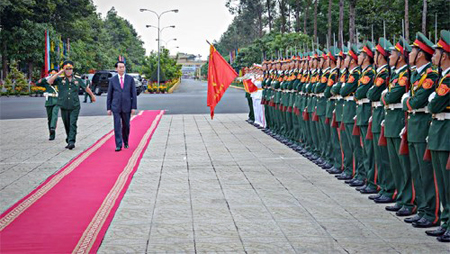 Presidente de Vietnam visita IX zona militar en vísperas del Tet 2017