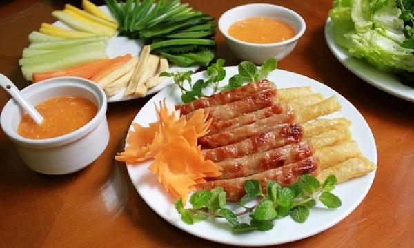 Đến Nha Trang ăn nem nướng Ninh Hòa