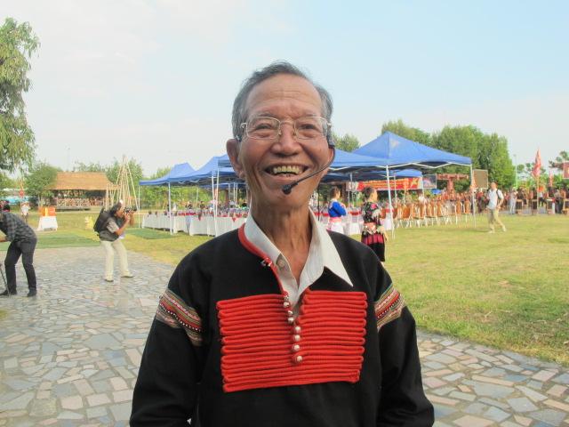 Chân dung vị già làng nặng lòng vì buôn làng dân tộc