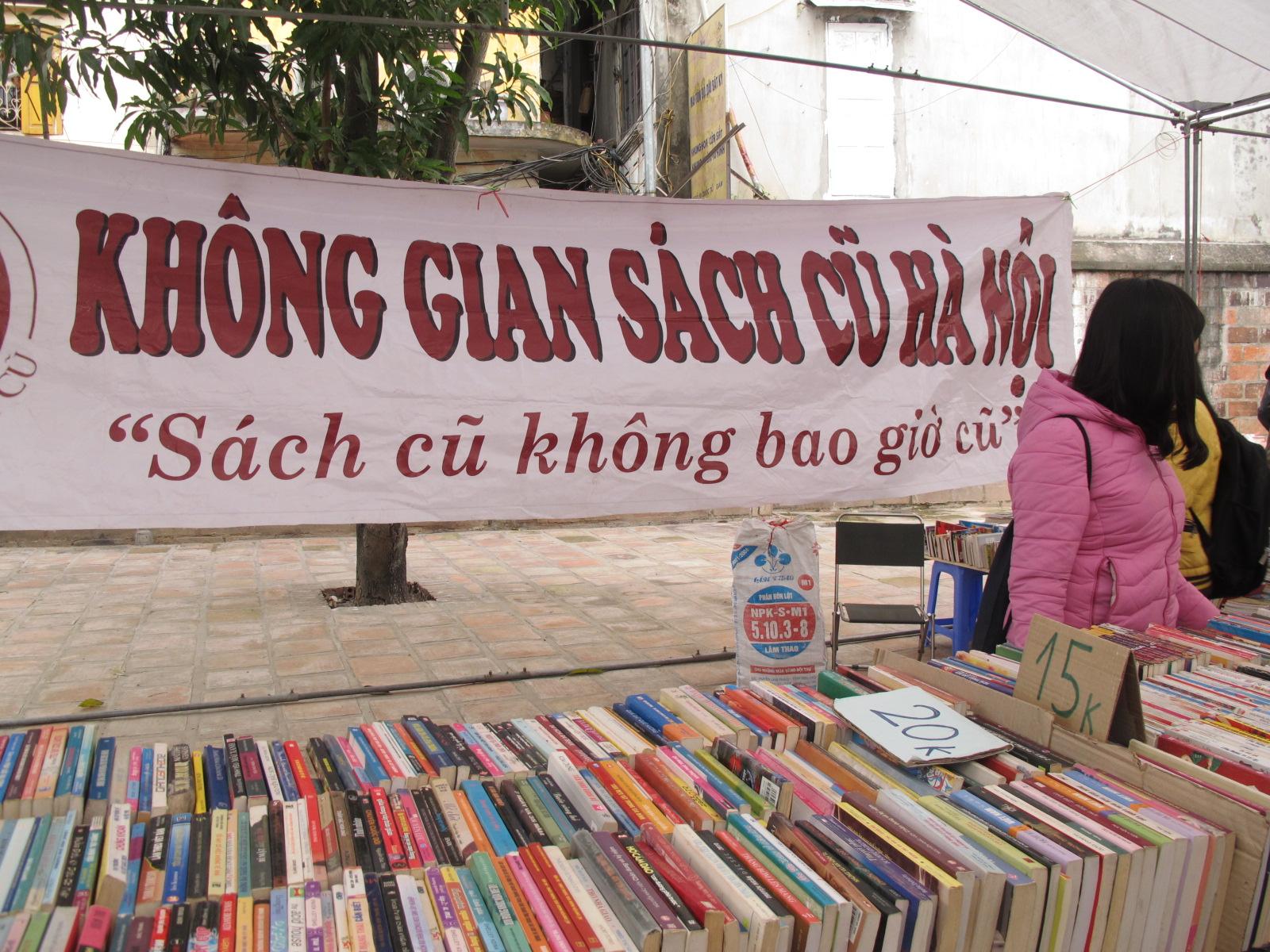 Không gian sách cũ Hà Nội: Màu thời gian hoài niệm