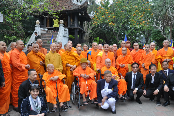 Đoàn đại biểu các sư trụ trì chùa Việt tại Thái Lan về thăm Việt Nam