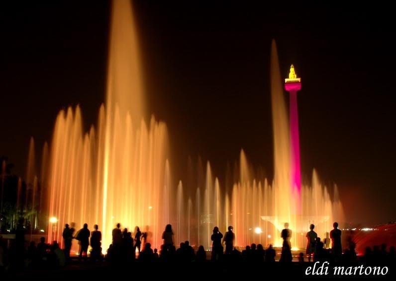 Monas- Jakarta menyerap kedatangan banyak turis