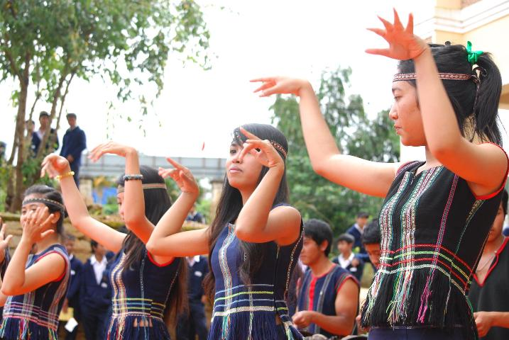 Tarian rakyat tradisional dari warga etnis K'ho