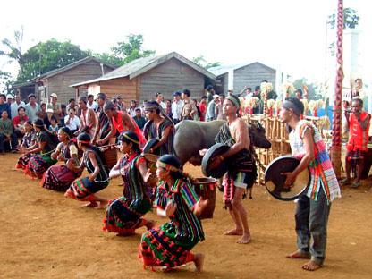 Mencari nama marga  untuk warga etnis minoritas M'nong