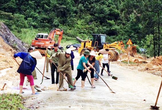 Perasaan manusia d di tengah- tengah hujan dan banjir di propinsi Quang Binh