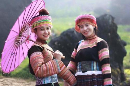 Kejuruan menenun kain ikat tradisional dari  warga etnis minoritas K'ho
