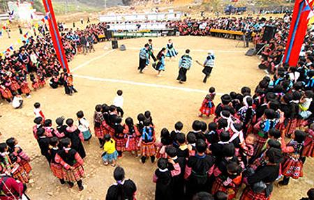 Warga etnis minoritas Mong menjaga adat –istiadat tradisional