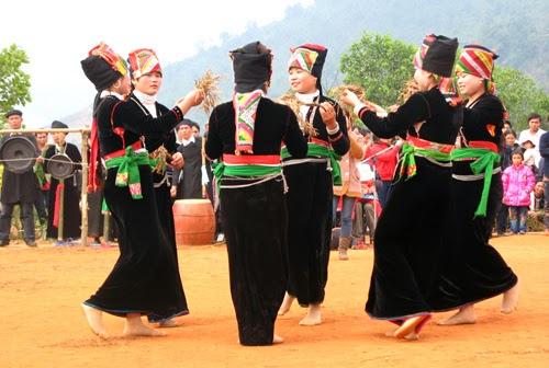 Warga etnis minoritas Kho Mu di Vietnam