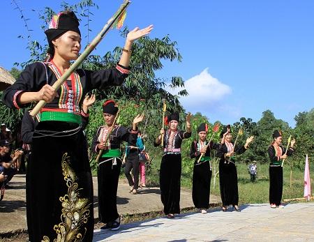 Budaya berkeyakinan dari warga etnis minoritas Kho Mu