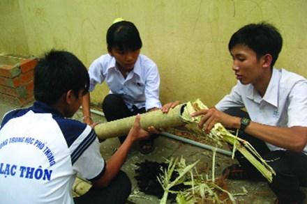 Sekolah Menengah Atas An Lac Thon menyebarkan benih  cinta terhadap ilmu pengetahuan