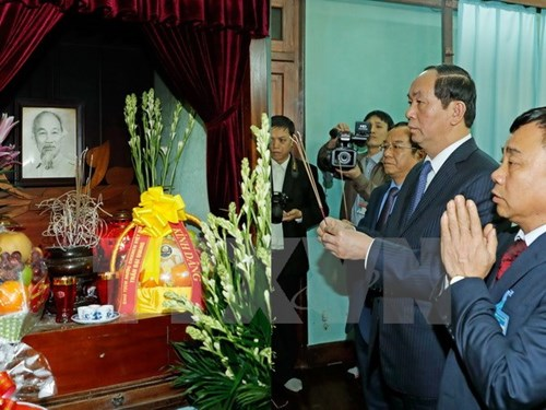 State President Tran Dai Quang pays tribute to late President Ho Chi Minh