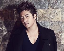 男性歌手トゥン・フン(Tuan Hung)の愛の歌
