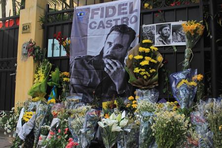 ハノイ市民、ハノイ駐在キューバ大使館弔問