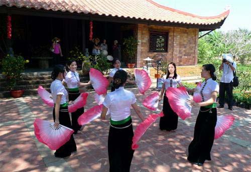 Perkenalan selintas-pintas tentang tari tradisional Vietnam