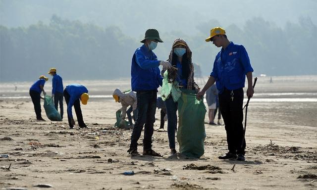 Bersatu tenaga membersihkan laut