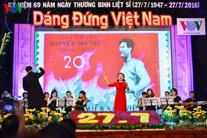 """本台举行题为""""越南英姿""""的文艺晚会"""