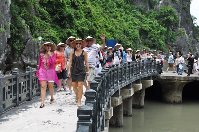 Mengembangkan pariwisata untuk memberikan sumbangan lebih lanjut lagi pada pertumbuhan GDP