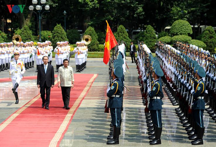 Panorama kunjungan resmi Presiden Filipina di Vietnam
