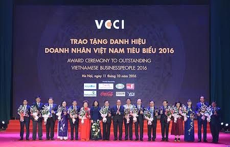 Gala en honor a los hombres de negocios vietnamitas sobresalientes de 2016