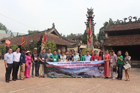 Peserta Famtrip Indonesia  menikmati keindahan pusaka-pusaka Vietnam