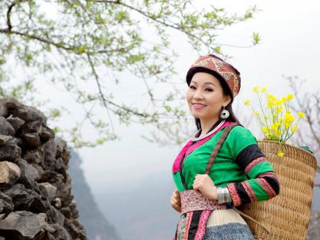 Tiếng hát NSƯT Khánh Hòa qua album