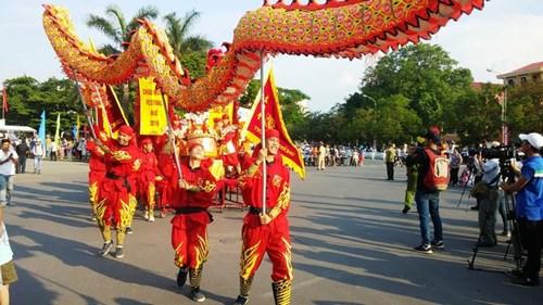 """เทศกาลท้องถนน """"มรดกและสีสันวัฒนธรรม"""""""