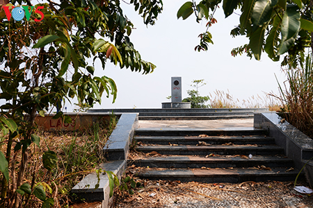 Thăm cột mốc đặc biệt ở ngã ba Đông Dương