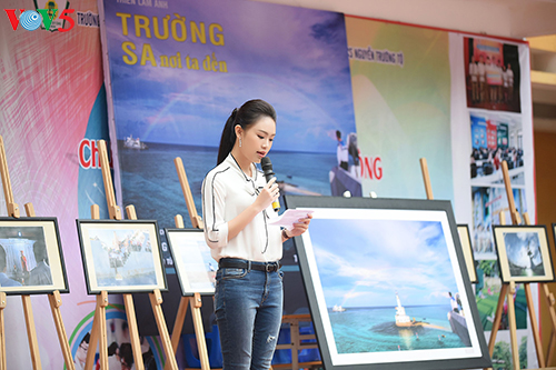 Người đẹp Truyền thông Ngọc Vân về trường cũ kêu gọi gây quỹ 'Vì Trường Sa'