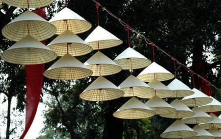 Schönheit der Strohhüte des Dorfes Chuong