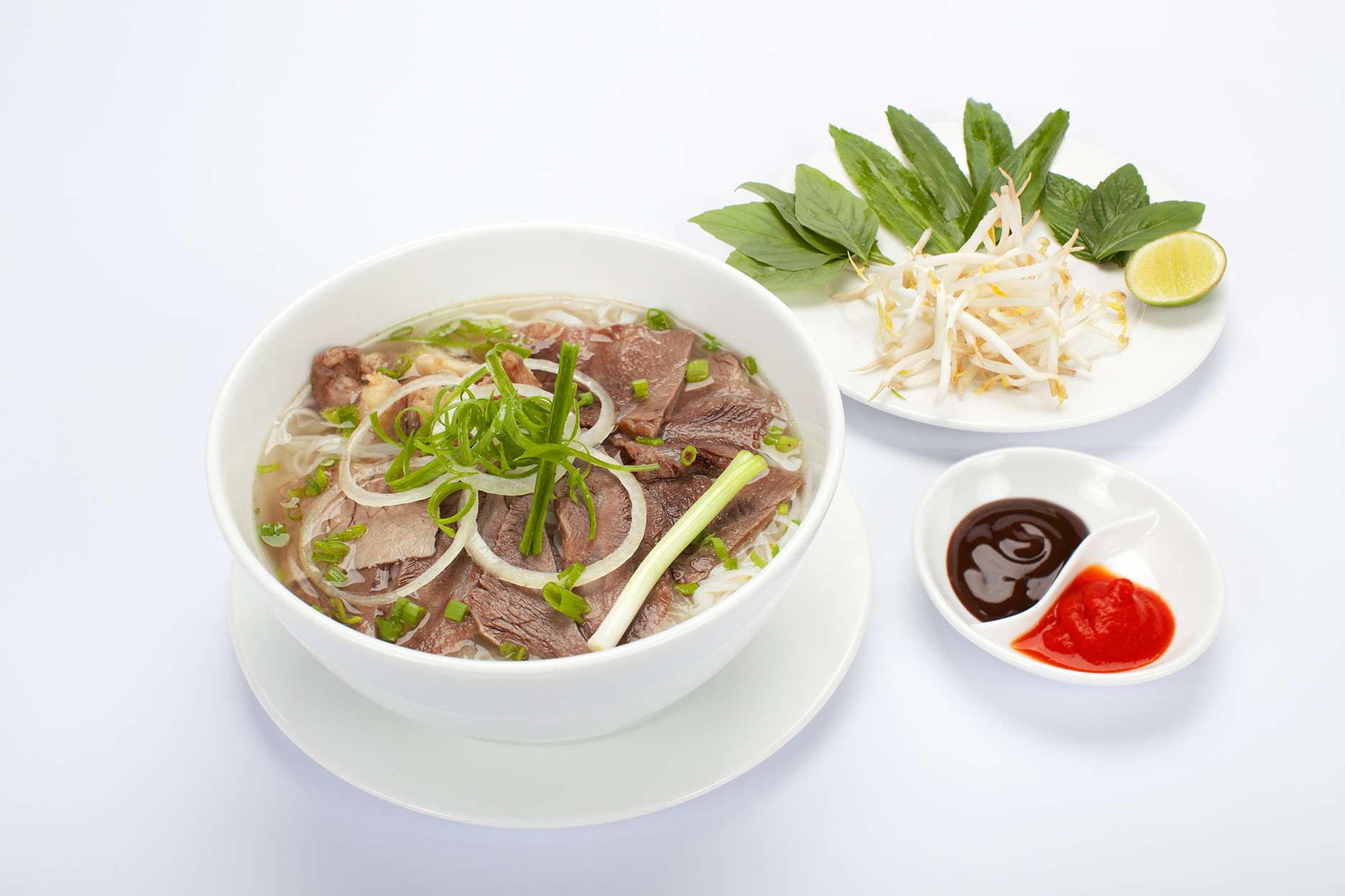 อาหารเวียดนามที่ผมรู้จักมานานคือเฝอหรือก๋วยเตี๋ยวเวียดนาม