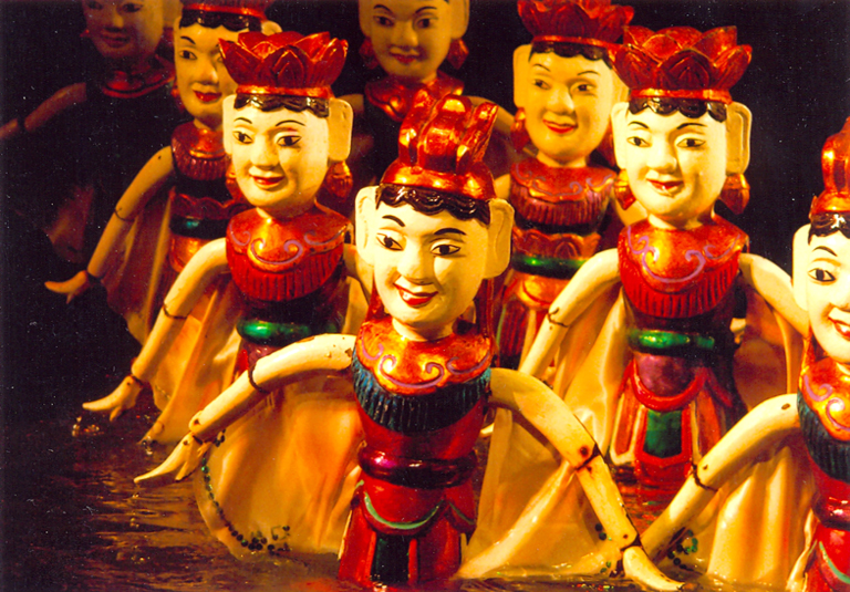 Vietnamese water puppet's design and manipulation