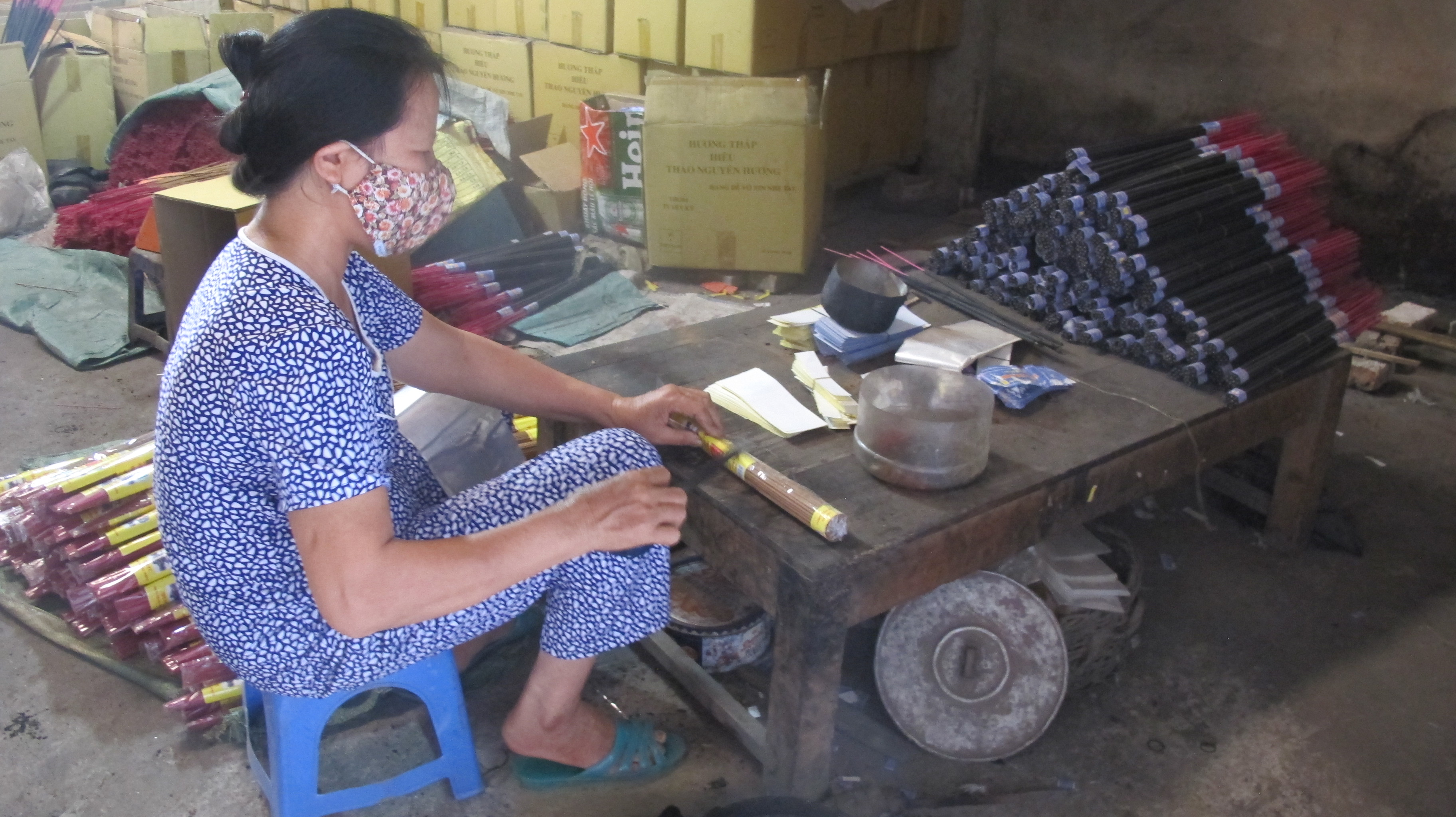 Making incense in Xa Kieu traditional craft village