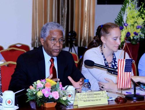 US pledges to assist Vietnam in humanitarian activities