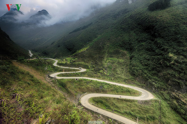 Experience spectacular road stretches in Ha Giang