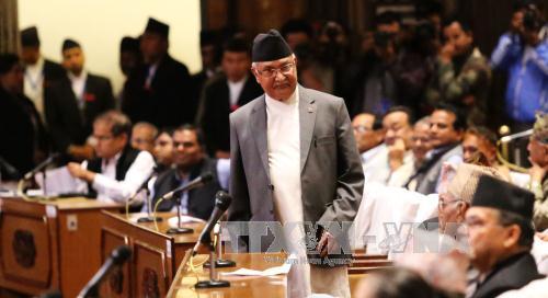 ネパール首相が辞任 不信任案可決前に