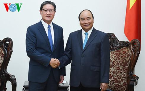 PM Nguyen Xuan Phuc menerima Presiden Grup GS, Republik Korea, Huh Myung Soo