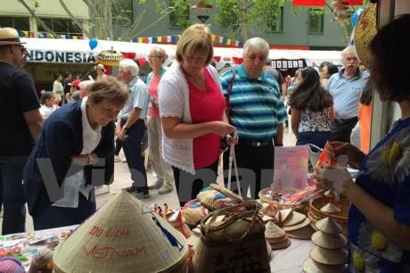 濠の多国家の文化祭りにおいて印象を与えた「ASEAN村」