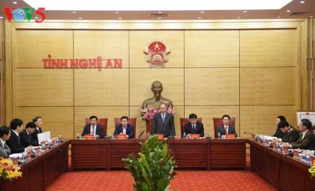 フック首相、ゲアン省指導者と会合