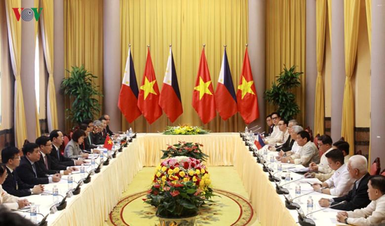 菲律宾总统圆满结束对越南的正式访问