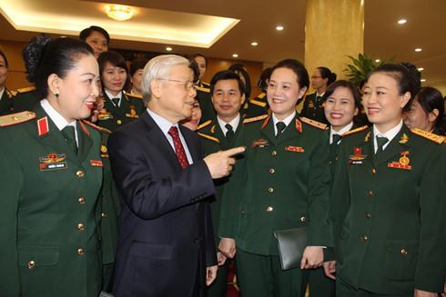 KPV-Generalsekretär Nguyen Phu Trong trifft Vertreterin vorbildlicher Frauen in der Armee
