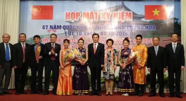 Kota Ho Chi Minh memperingati ultah ke-67 Hari Nasional Tiongkok